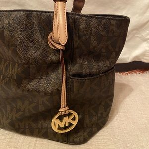 Micheal KORS tote purse